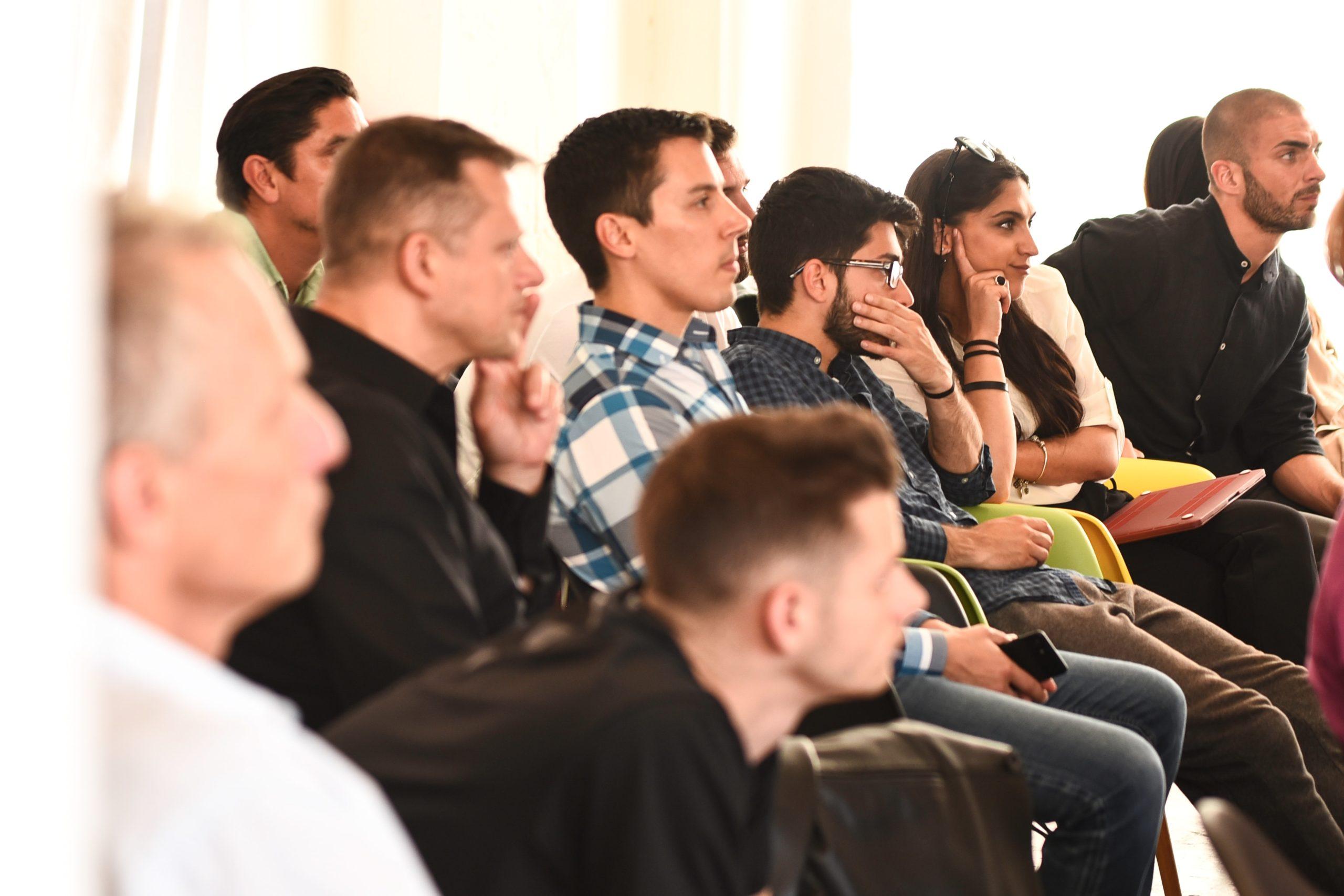 séminaire d'entreprise en salle de réunion